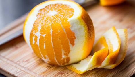 Lifehack: hoe een appelsien snijden zonder te knoeien?