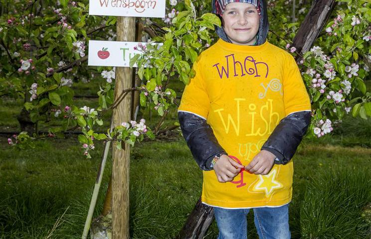 'SuperTuur' (8) opent wensboomgaard van Make a Wish