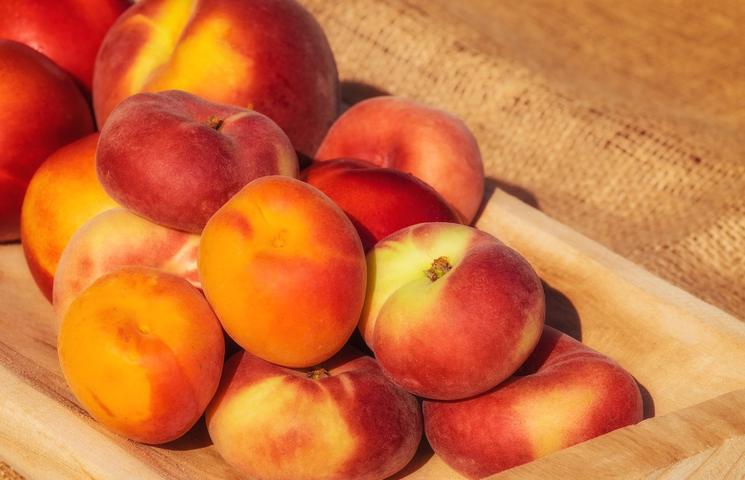 Wat is het verschil tussen een perzik en een nectarine?
